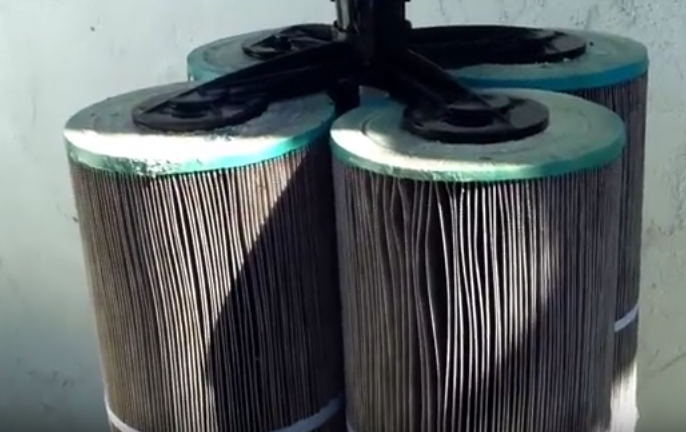 clean swimming pool filter